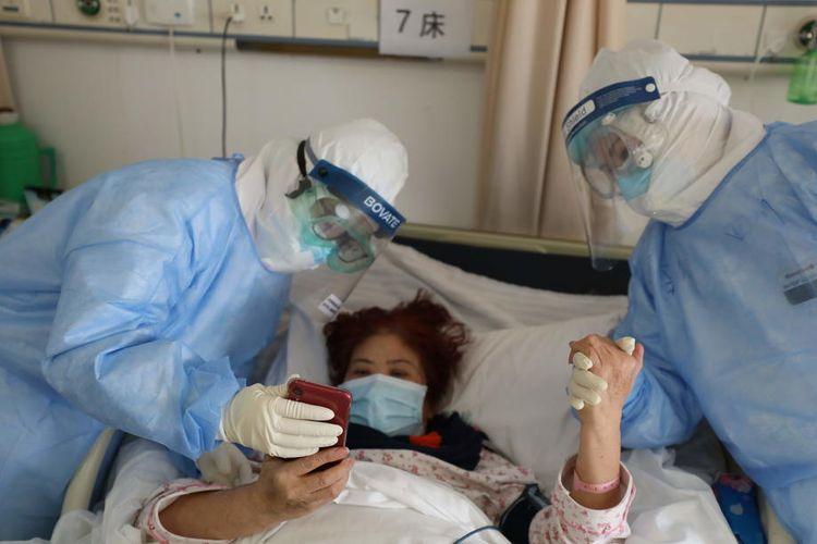 Ilustrasi pasien terpapar Covid-19. Foto : EPA