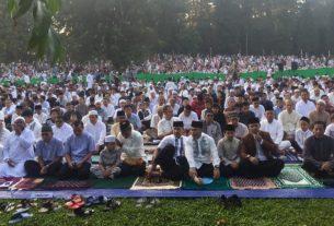 Dokumen - Suasanya shalat Ied di Kebun Raya Bogor, Jawa Barat bersama Wali Kota Bogor, Bima Arya Sugiarto, Rabu (5/6/2019). Foto : M Fikri Setiawan/Antara